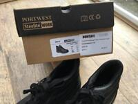 Safety boots (new)