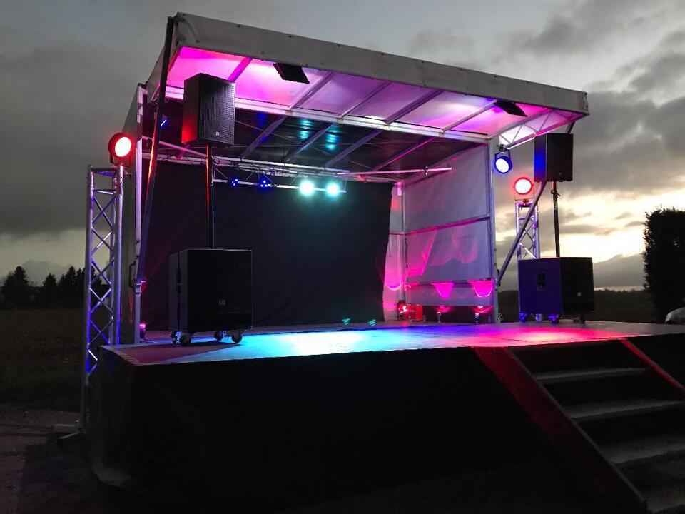 Mobile Bühne - Trailerbühne - Event Bühnenanhänger oder FOH Platz in Nordrhein-Westfalen - Königswinter