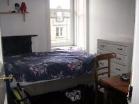 Urgent! Looking for a student for single room at Roseneath Place from 7 th of June.