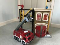 Fire station with fire engine by Imaginext