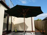 Large Green Garden Umbrella.. Excellent condition. Ideal for home or commercial use.