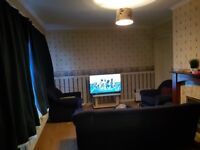 KING SIZE 5 BEDROOM house, great location. Short or long term let welcome