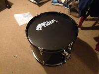 "Bass/floor drum + 12"" tom tom drum"