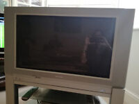 Television, 31'', excellent working order, large box Philips with stand. FREE.