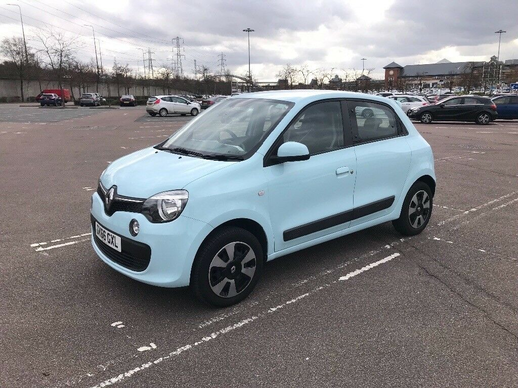 renault twingo 2016 play sce only 7 400 miles with. Black Bedroom Furniture Sets. Home Design Ideas