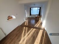 3 bedroom house in Long Furlong Drive, Slough, SL2 (3 bed) (#972290)