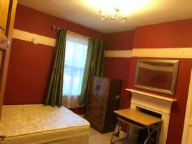 1 Spacious Double room in shared house