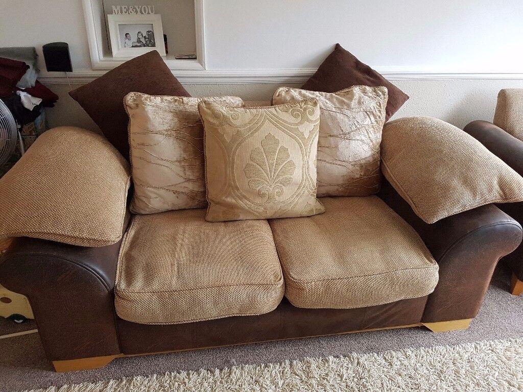 Lovely dfs 2 sester & armchair