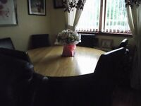 oak dining table and six chairs £400 ovno