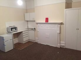 Large Double Bedsit available with bills included