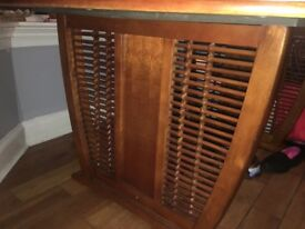 Beautiful dinning table in fab condition