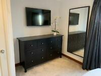 Black chest of drawers in excellent condition