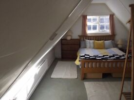 Spacious double room with own lounge/study in detached cosy cottage