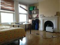 Gas, Electricity and Water Included. Studio with separate kitchen in Finsbury Park N4