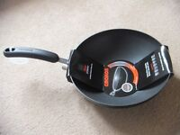 ( New ) Circulon Stirfry Pan / Wok, 28 cm - Black £35