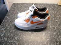 WOMENS(GIRLS TRAINERS SIZE 5 BRAND NEW