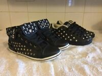 2 pairs of black and white trainer style shoes as new size 5