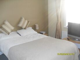 Large Room in Family House near Bournemouth Hospital and J P Morgan