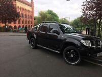 Nissan Navara 2.5 td Aventura dci metallic Black double cab pickup