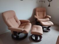Pair of large Ekornes Stressless recliner chairs with stools