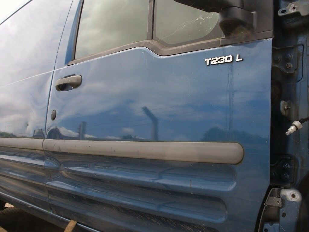 FORD TRANSIT CONNECT DRIVERS SIDE DOOR
