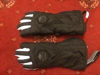 Gloves 4y bought this year never worn