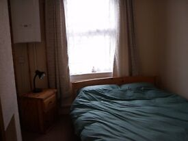 Double room in 3 bedroom house ffor mature person