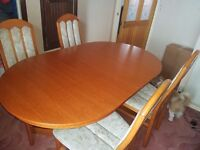 Solid Extending dinning table with 4 chairs