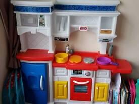 Little tikes play childs kitchen
