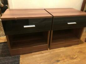 2x bedside drawers