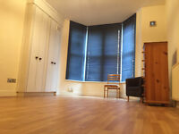 Large Studio Flat to rent on Evington Road Less then a 3 minutes walk to Victoria Park!!!