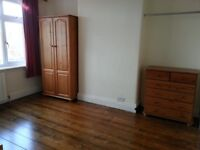 LARGE DOUBLE ROOM - BILLS INCLUDED, NO CONTRACT. ** SHORT/LONG TERM AVAILABLE ** .