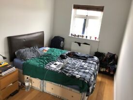 Short-term let for lovely single room with double bed in Holloway N7