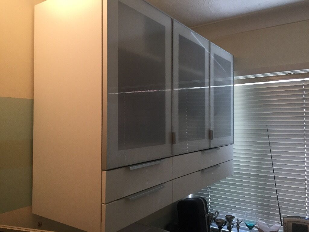 Ikea metod single and double kitchen bedroom wall units for Glass kitchen wall units