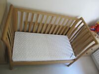 Mama's & Papa's Aiken cot / day bed / single bed