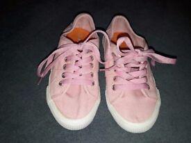 Girls lumberjack shoe size 32 very nice soft pink