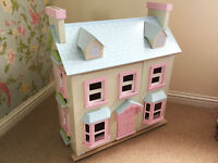 Le Toy Van 'Mayberry Manor' Dolls House including 3 furniture sets and 4 dolls