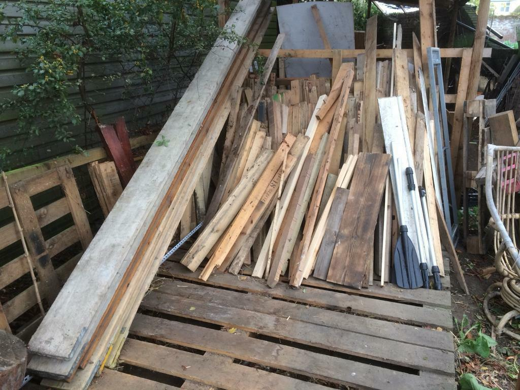 Brand new sawn timber wood pallets scaffolding boards