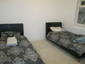 *ROOM TO LET**SPACIOUS**IDEAL FOR A PROFESSIONAL**NO DSS**ALL BILLS INCLUDED**CALL NOW*YARDLEYWOOD*