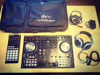 DJ TRAKTOR S4 MK2 + TRAKTOR F1 + 2 PRO 2.5 software + PRO DJ HEADPHONES + BAG