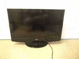 "LG HD Wide-screen Flat TV (32"")"