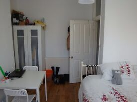 ZONE 2. L A R G E. M O D E R N. D O U B L E R O O M. 3 MIN FROM STATION Jubilee Line 24h!!