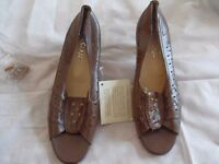 New ladies open toe shoes mid heel EU 36 but UK 5 with a pair of heel tips