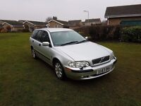 Volvo v40 1.6 petrol manual estate. 6 MONTHS MOT + HPI CLEAR + EXCEPTIONAL EXAMPLE INSIDE & OUT