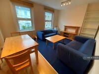 3 bedroom flat in Ferndale Road, London, SW4 (3 bed) (#1135572)