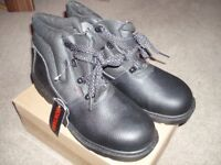 Safety boots. Size 10. Unused.