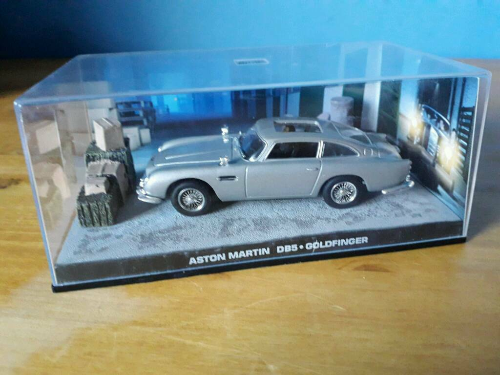 007 aston martin db5 goldfinger 1:43 scale car diecast metal model