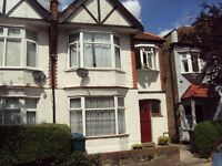 PRIVATE SUPERB 2 BEDROOM GROUND FLOOR WITH PRIVATE GARDEN EAST FINCHLEY N2 £335pw