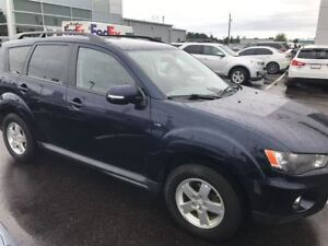 2011 Mitsubishi Outlander LS  V6, 4x4, Heated Seats