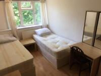 Nice twin room to rent on old Kent road Se1 near borough London Bridge tower bridge